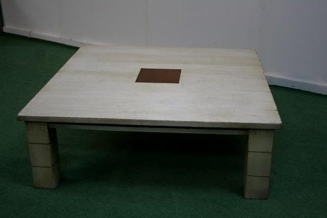 Tables basse castel et moderne peinture maison et jouets - Peinture table basse ...